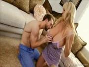 Жена трахает мужа огромным