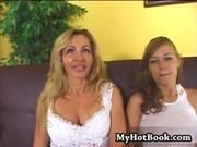 Блондинки мама с дочкой порно